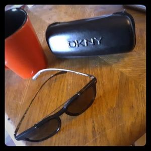 Dkny modern metal rimmed black sunglasses
